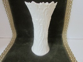 "LENOX FLORAL VASE IVORY 8.5"" TALL ACANTHUS LEAF EMBOSSED MADE IN USA  L5 - $12.82"