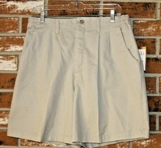 Lee Casuals Petite Woman's Khaki Shorts Pleated Front Size 14P - $14.84