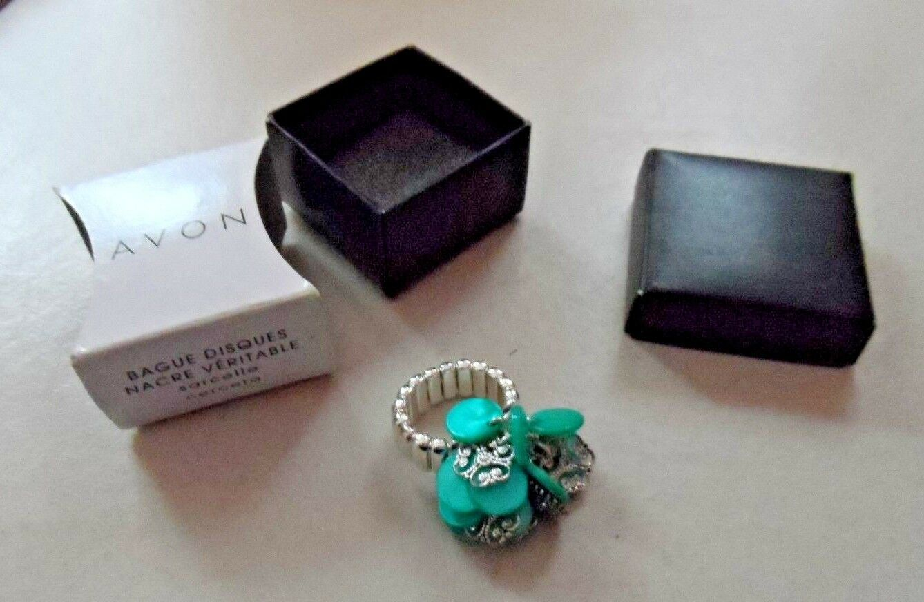 Avon Genuine Mother of Pearl Disc Ring Teal stretch expandable band