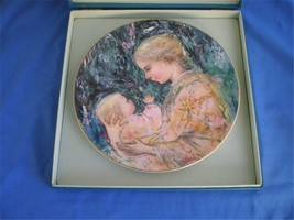 Royal Doulton Edna Hibel Plate Kristina Mother and Child - $18.70