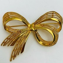 Vintage M Gent Gold Tone Bow Brooch Pin Signed Textured Ribbon Style - $24.70