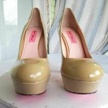Betsey Johnson Womens Pumps Dita Stiletto Heels Shoes Beige Patent Leather 7.5 - $54.99