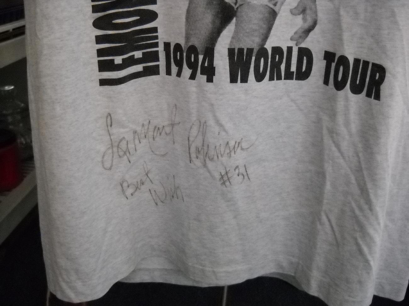 T Shirt Harlem Globetrotter LaMont Robinson XL Autographed Fruit Of the Loom