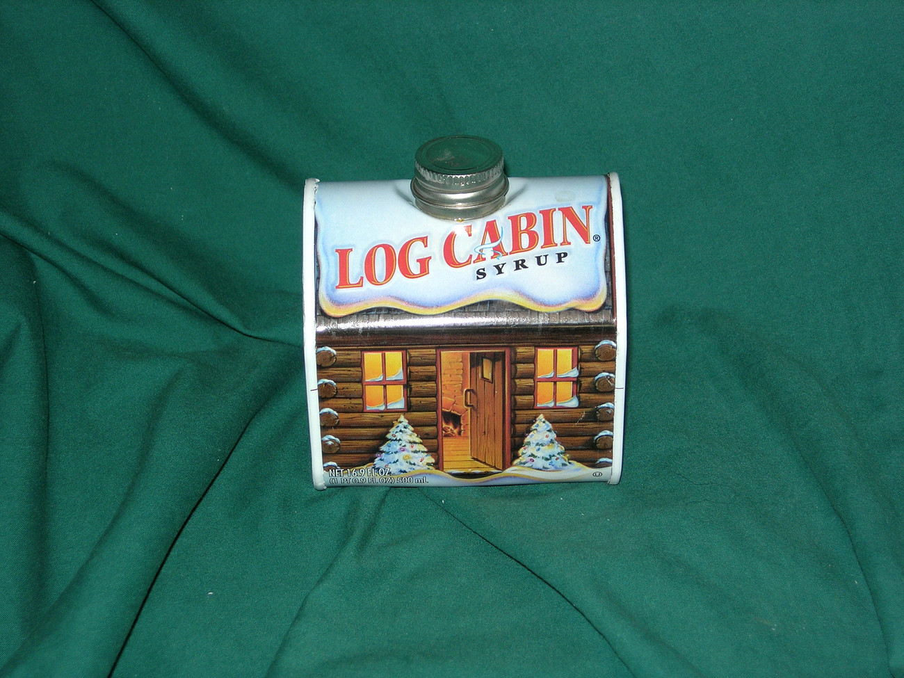 Log Cabin Tin ... MINT... Limited Edition.... 2004