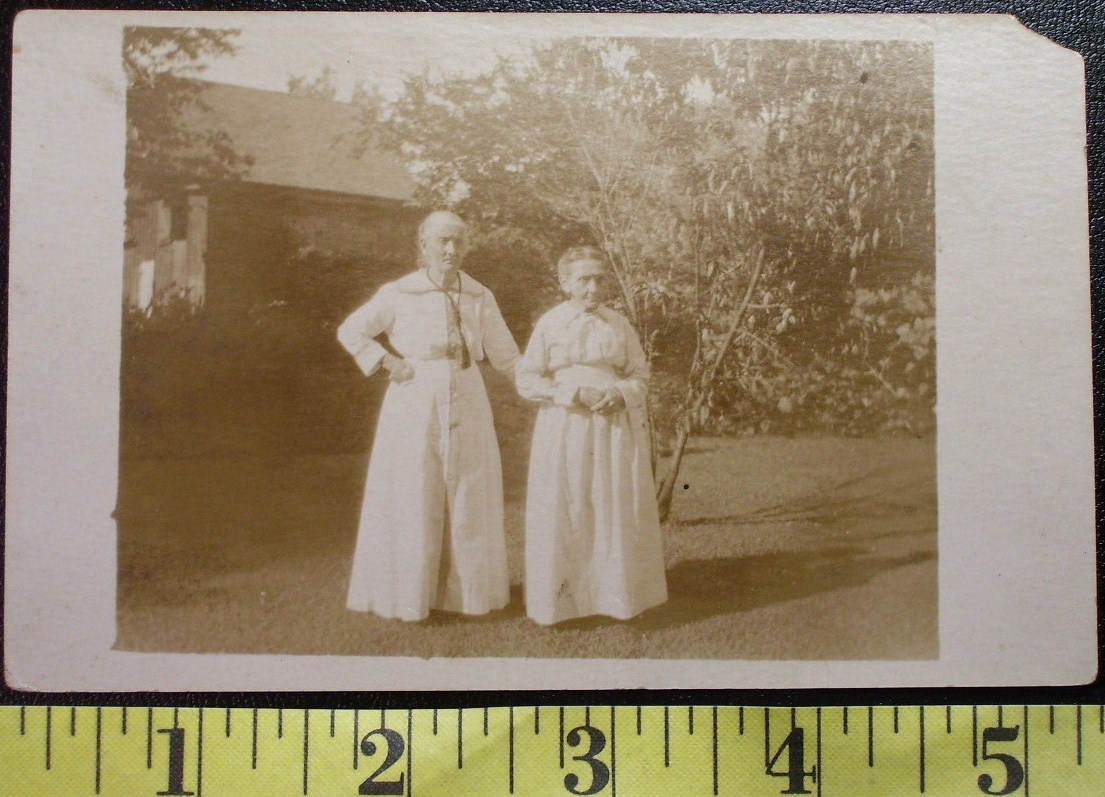 Post card two old babes outside  1