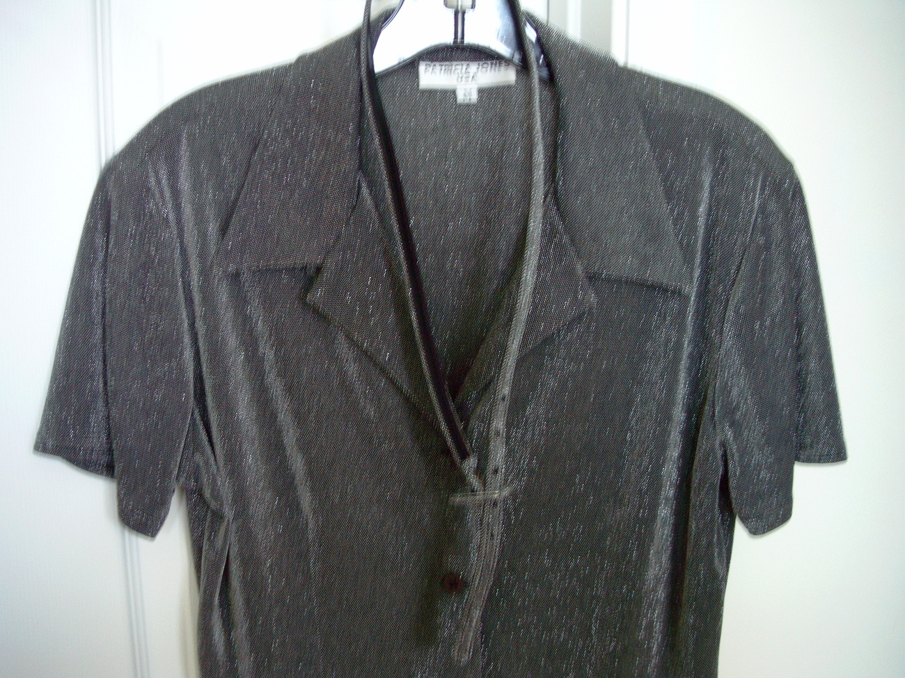 PATRICIA JONES USA METALLIC FORMAL DRESS SHIRT WITH BELT SIZE M