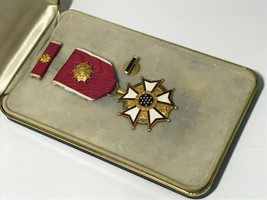 LEGION OF MERIT MEDAL, LOM, OFFICER, CRIMP BROOCH, RIBBON AND LAPEL DEVI... - $64.35