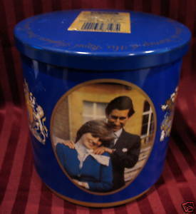 Vintage HUNTLEY PALMERS Tin PRINCE CHARLES LADY DIANA Royal WEDDING Souvenir