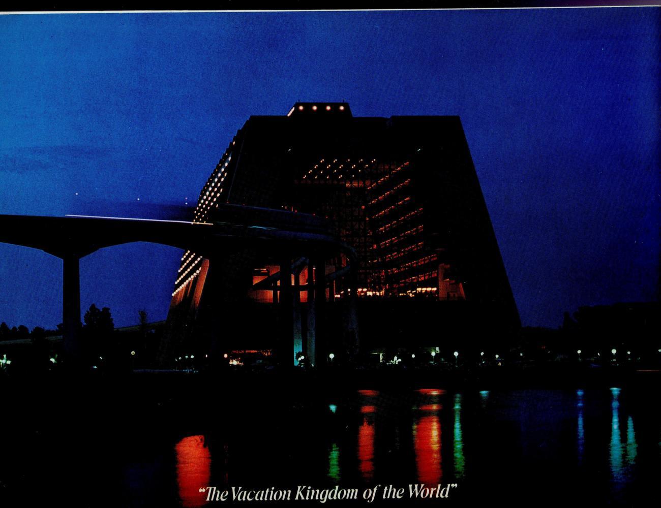 Walt Disney World  -.  (1972 Disney World Pictorial Souvenir)