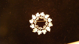 Sarah Coventry Garland  Pin Vintage Jewelry - $9.00