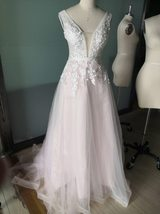 Sexy Sleeveless Deep V Neck Illusion Appliqued Bride Dress A-Line Tulle Luxury W image 4