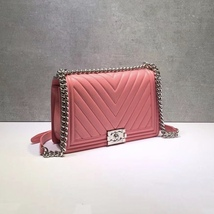 AUTH CHANEL BABY PINK CHEVRON QUILTED QUILTED LEATHER NEW MEDIUM BOY FLAP BAG  image 5