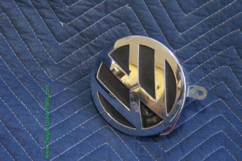 04-06 Volkswagen VW Phaeton Trunk Lid Emblem Badge Lock