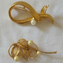 Vintage Brooch Pin Lot 2 Gold Tone Filigree Faux Pearls Abstract Floral ... - $19.99