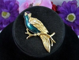 Avon RHINESTONE PARROT PIN Vintage Brooch GREEN Enamel Goldtone Big BIRD... - $14.99
