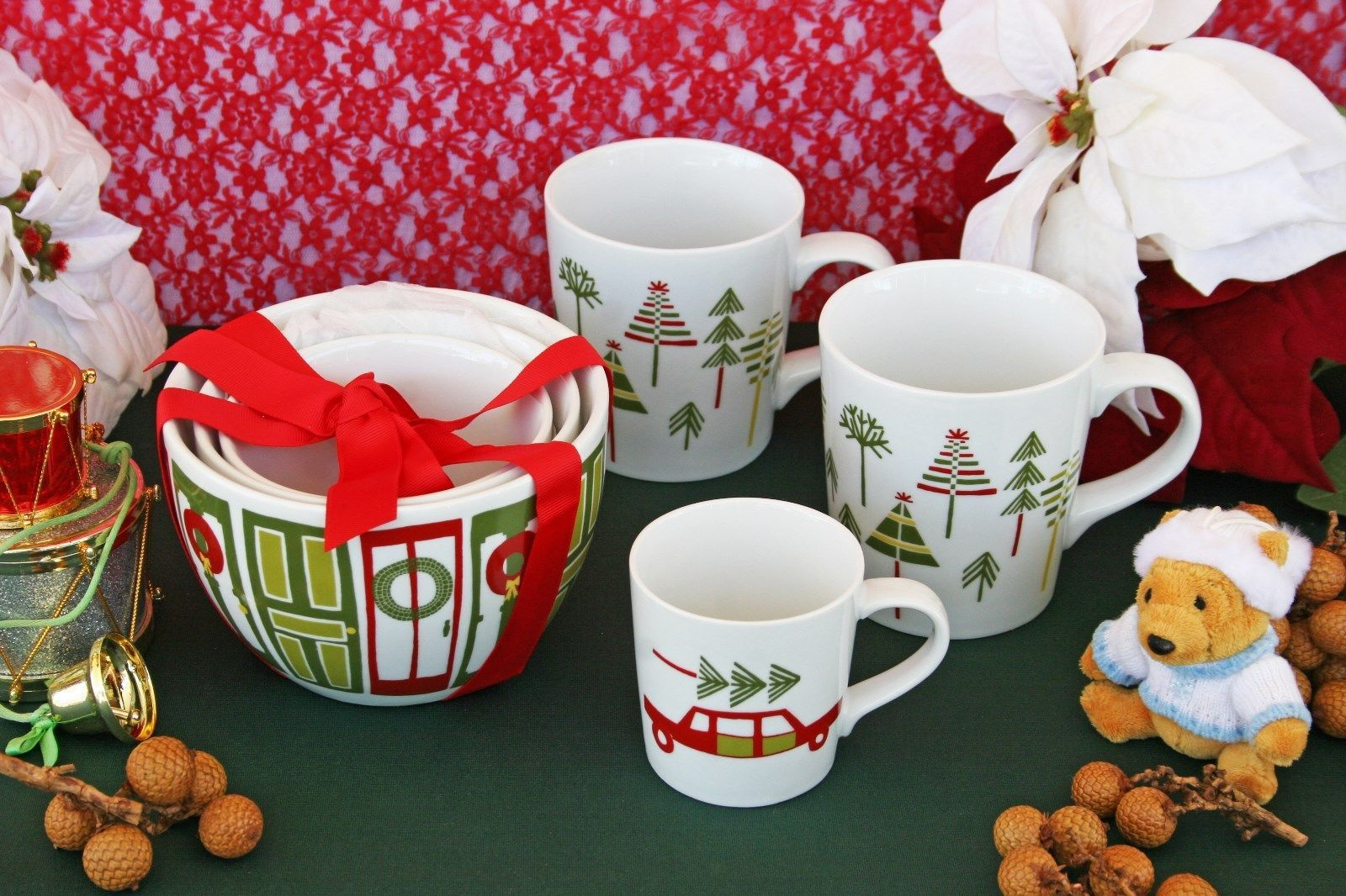 CRATE & BARREL YULE MUGS AND BOWL SET – NWT – PERFECT FOR MAMA, PAPA & BABY BEAR