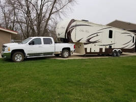 2015 Evergreen Bay Hill 36 RL & 2008 Chevy 2500 For Sale in Marshaltown IA 50158 image 1
