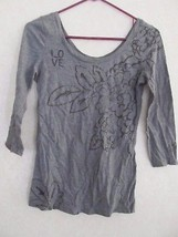 American Eagle Short Sleeve Gray Floral Accent Casual 3/4 Sleeve Shirt Top SZ S  - $10.69