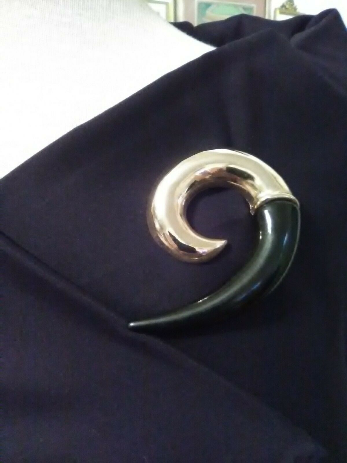Primary image for VINTAGE GOLDEN PIN BROOCH BLACK ENAMEL GOLDEN ACCENT SWEEPING SWIRL COMMA