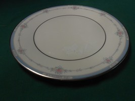 Beautiful LISA by ROYAL DOULTON English Fine Bone China- DINNER Plate - $9.18