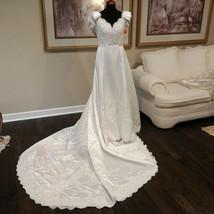 VTG Womens Full Length Wedding Dress Gown Size 8 White V Neck Bows NWT $599 - $93.11