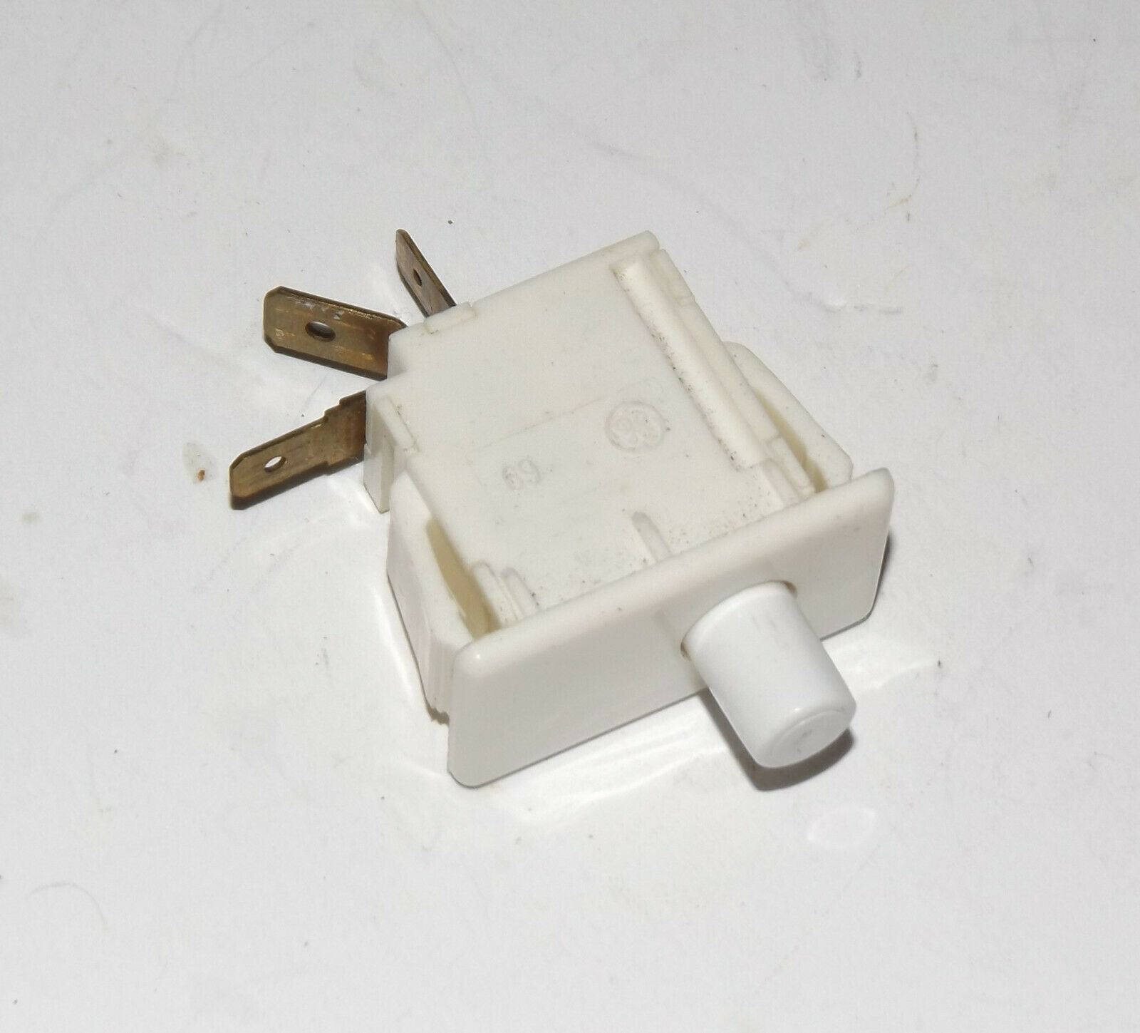 Primary image for General Electric Dryer : Door Switch (WE4M126 / WE4M415) {P3997}