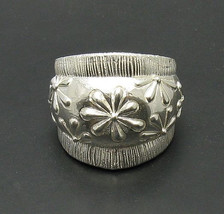 R000716 Stylish STERLING SILVER Ring Solid 925 Large Flower Band - $547,23 MXN