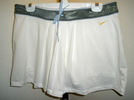 NWOT Womens Nike Fit Dry White Skorts Tennis/Golf Beautiful!  Size L (12-14) - $29.69
