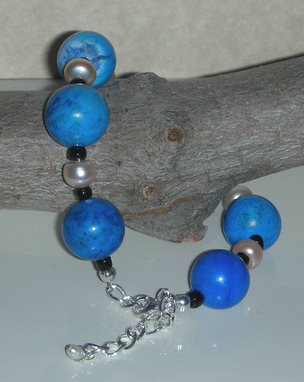 BLUE TURQUOISE HOWLITE AND PEARLS BEADS BRACELET