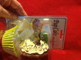 Cupcake gift box with choice of Exotic or Safari African animal  on lid image 4
