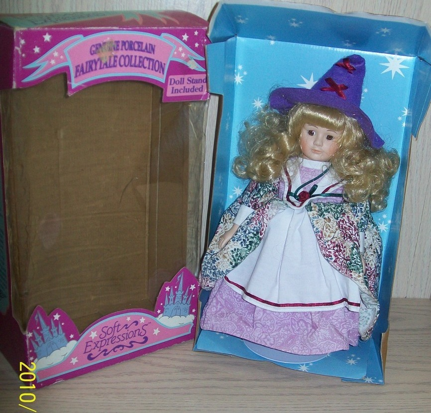 """Collector's Fairytale Collection Porcelain Doll Mother Goose 14"""""""