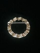 Vintage 50s Wavy Ribbon Filagree Gold Circle brooch image 3