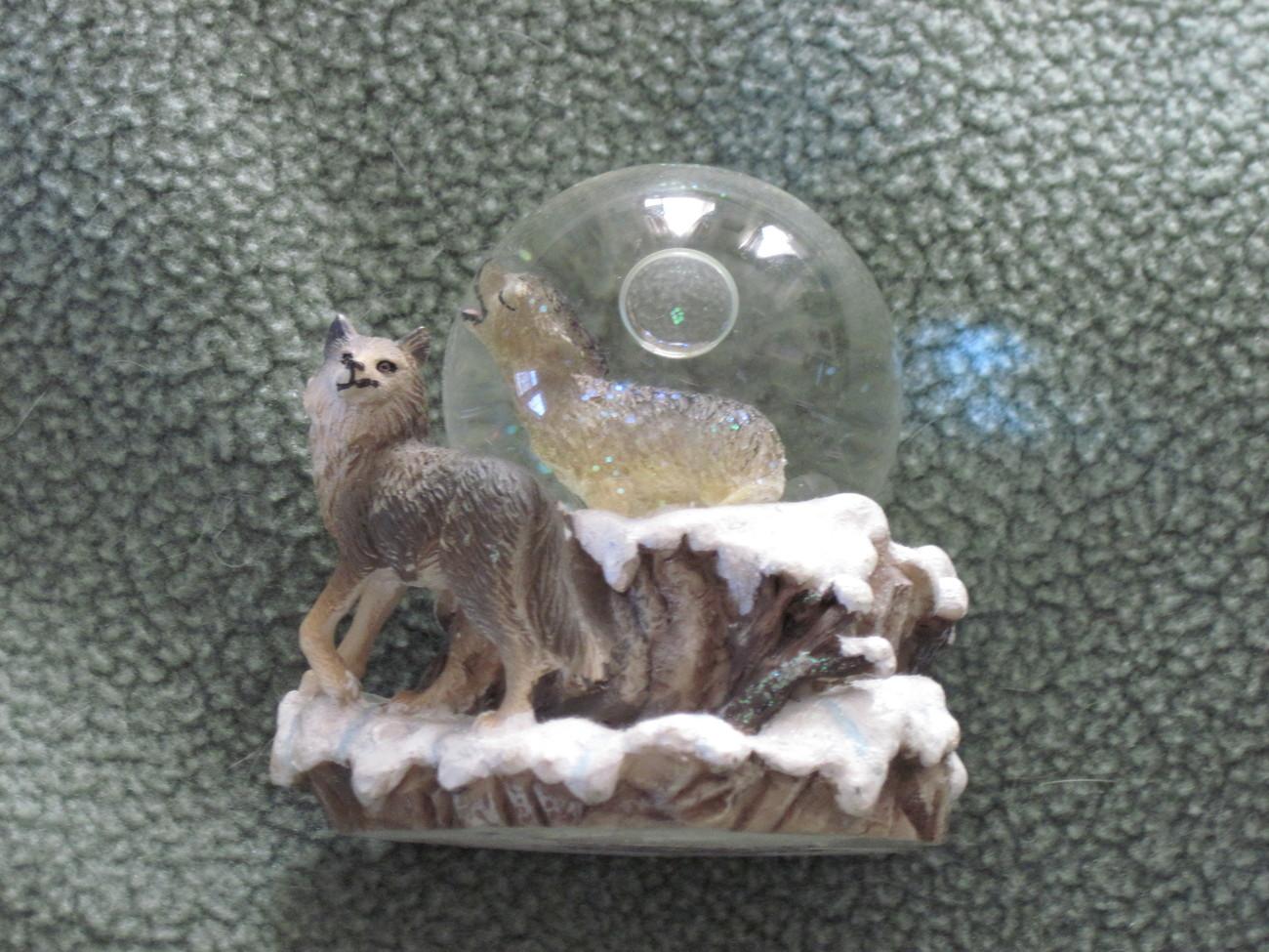 Wolf water globe