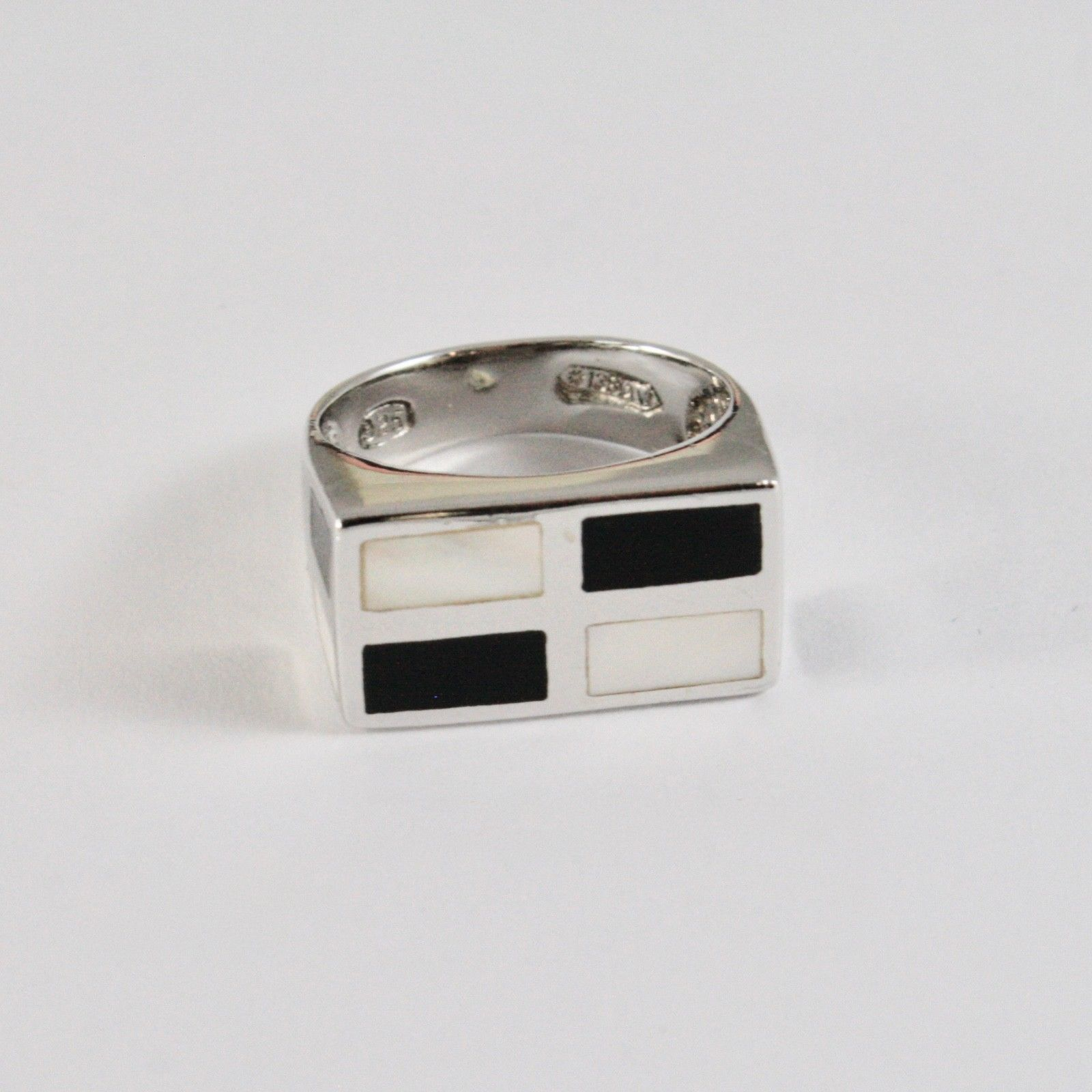 925 SILVER RING WITH NACRE WHITE RECTANGULAR AND ENAMEL BLACK