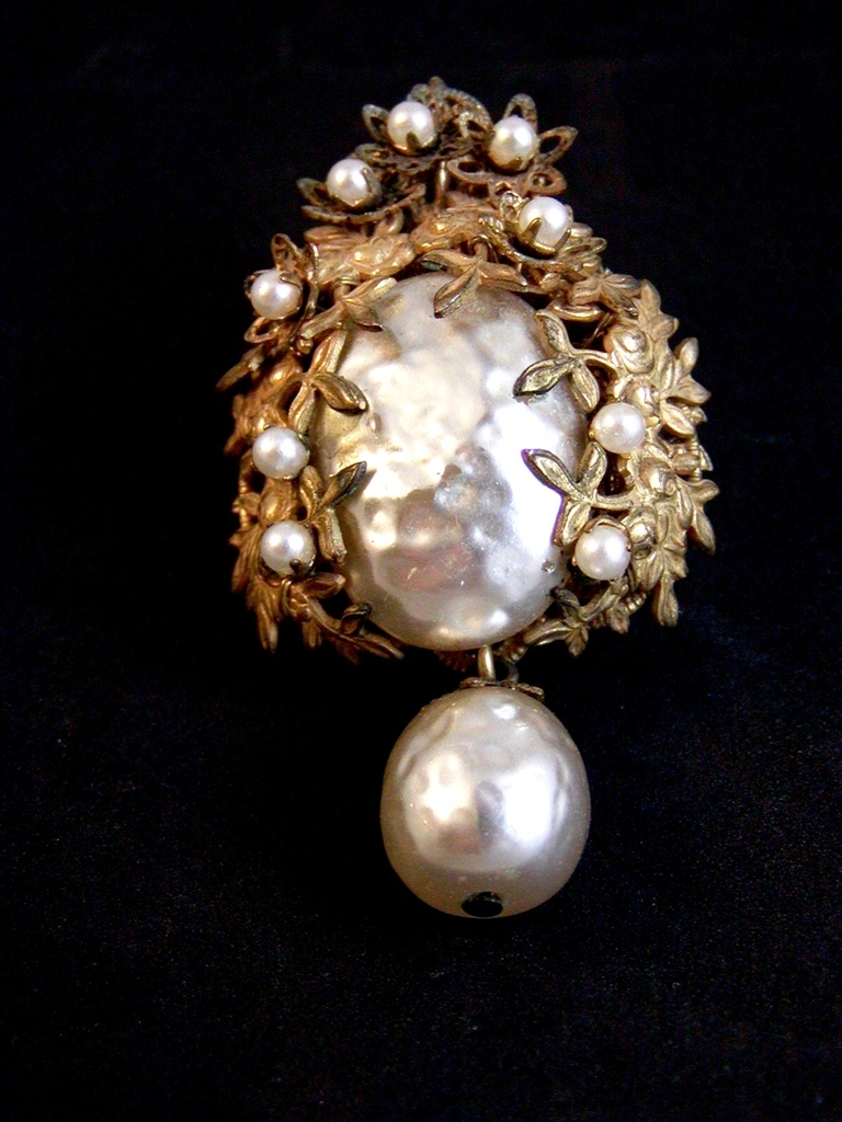 Vintage Miriam Haskell Baroque Pearl (s) Gold Tone Brooch