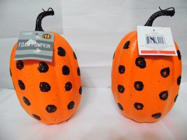 HOLLOWEEN PUMPKINS 9 in tall 41/2. wide foam with glitter lot of 2      ... - €6,41 EUR