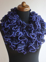 Ruffle scarf, Frilly scarf, Knitted scarf, Purple scarf, Mothers day gift - €11,03 EUR