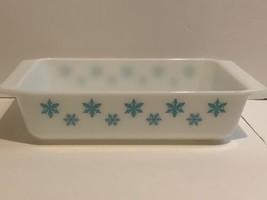 Pyrex 575-B Space Saver Casserole Baking Dish Turquoise Snowflake - $24.74