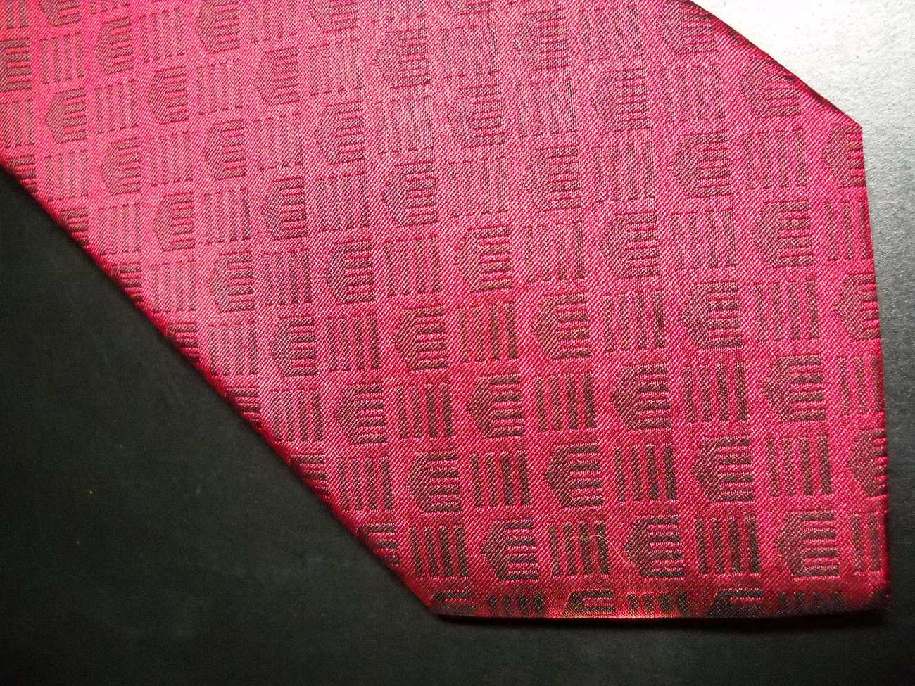 Cleveland Museum of Art Neck Tie Bright Reds with Museum Logos