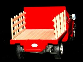 Maisto Ford 350 die-cast replica toy red truck with hay rack AA19-1646 Vintage image 6