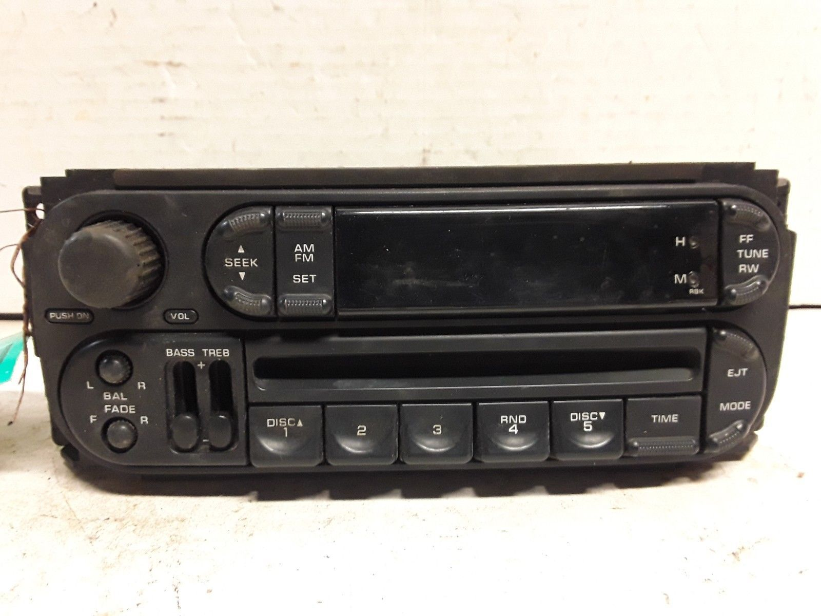 02 03 04 05 06 Dodge Chrysler Jeep AM FM CD radio receiver OEM P56038589AN
