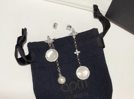 BNIB AUTHENTIC APM MONACO Asymmetric Eternelle Dropping Earrings With Pearl  image 2