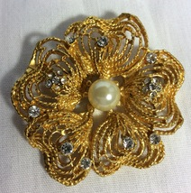 Women Brooch Gold Tone With Rhinestones And Fau... - $5.50