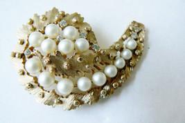 Vtg Trifari Gold Tone White Pearl Faux & Crystal Paisley Pin Brooch - $55.40