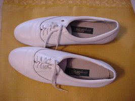 Easy Spirit Women's White Leather Tie Oxford Shoes Sz 7.5N - $21.64 CAD