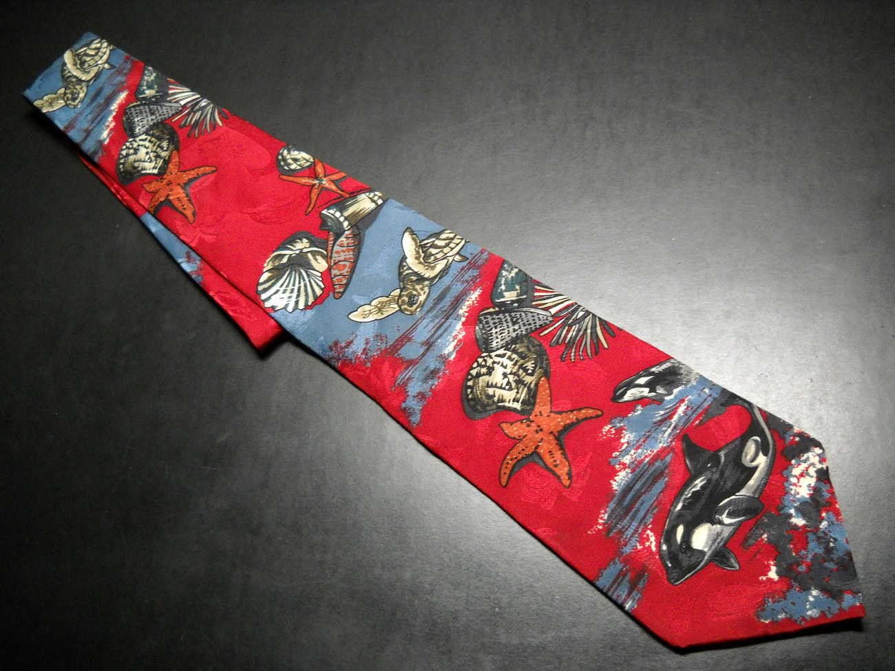 Tie endangered species red underwater sea life 01