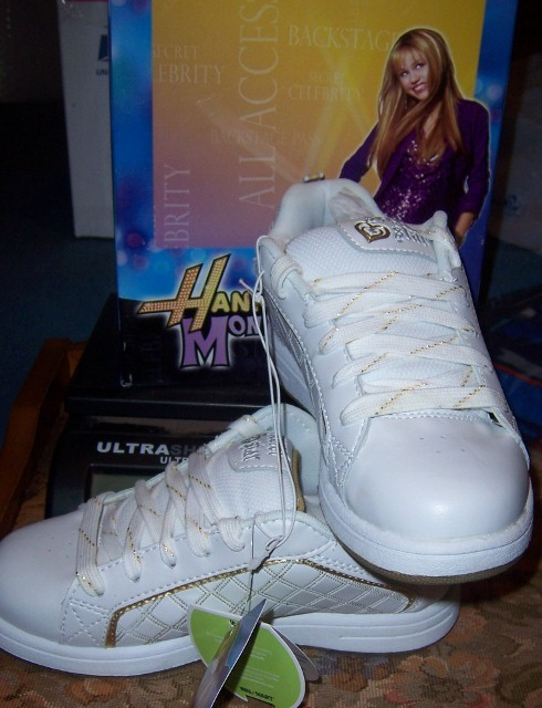 Hannah Montana Girls Athletic Shoes Size 3 NEW White Embroidered Glitter