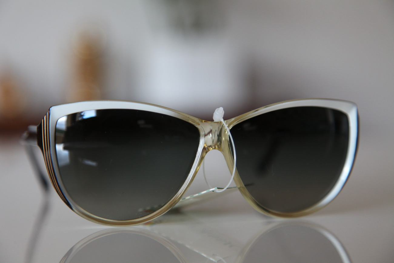 Polaroid Vintage Cat Eye Sunglasses Gold/ Black/ Pearl/ Dark Polarizing Lenses