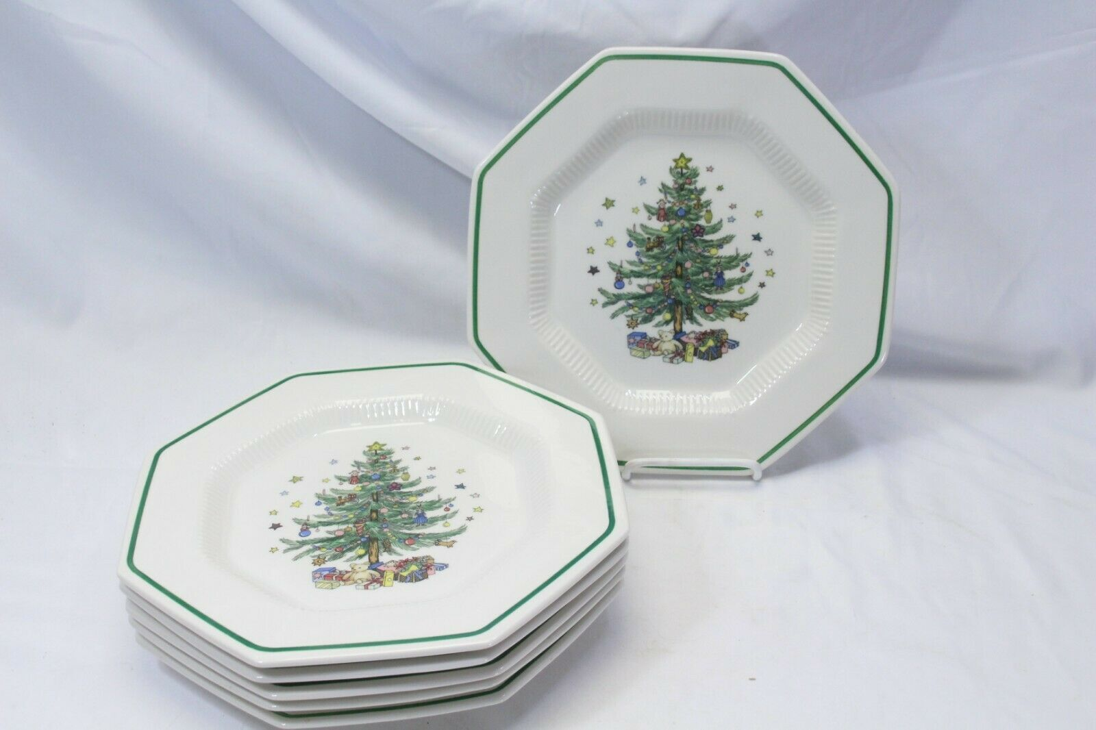 Nikko Christmastime 6 Dinner Plates 4 Salad Plates Lot of 10 image 2