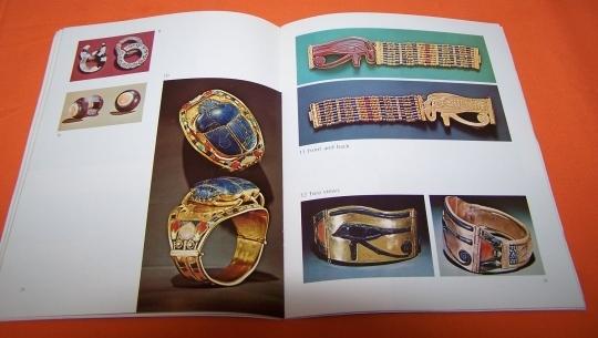 Tutankhamun`s Jewelry Book And 4 Post Cards 76P